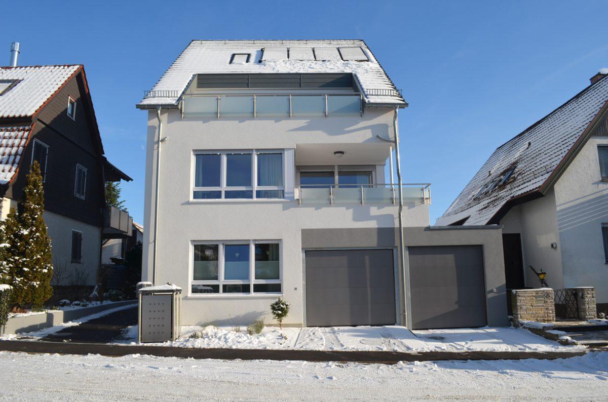 3-Familienhaus Mit Solarkollektoren. Verantwortlicher Architekt: Karl Eisenbraun