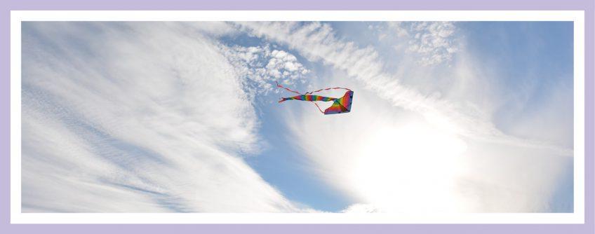 Luft/Wasser-Wärmepumpe: Windenergie Visualisiert An Einem Drachen Im Wind