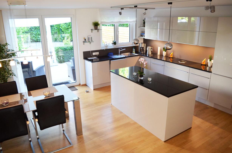 ein reihenhaus in split level konstruktion architekturb ro karl eisenbraun ostfildern. Black Bedroom Furniture Sets. Home Design Ideas