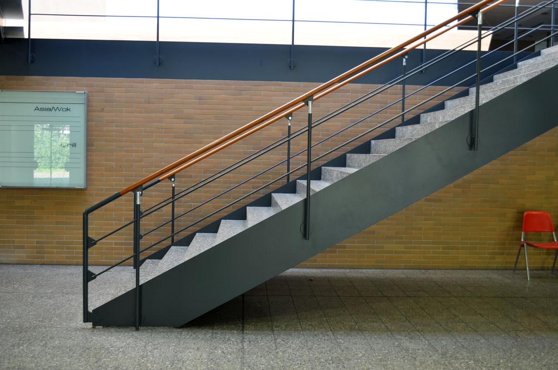 Treppe in der Kantine des Eiermann Campus
