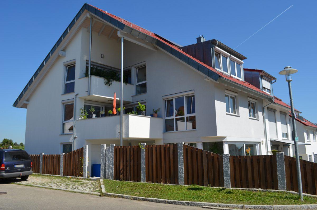 Einfamilienhaus Vorderansicht. Verantwortlicher Architekt: Karl Eisenbraun