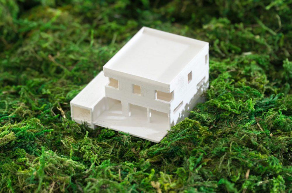 Im Bau: Architekturmodell aus dem 3D-Drucker für ein Einfamilienhaus in moderner Kubus-Form