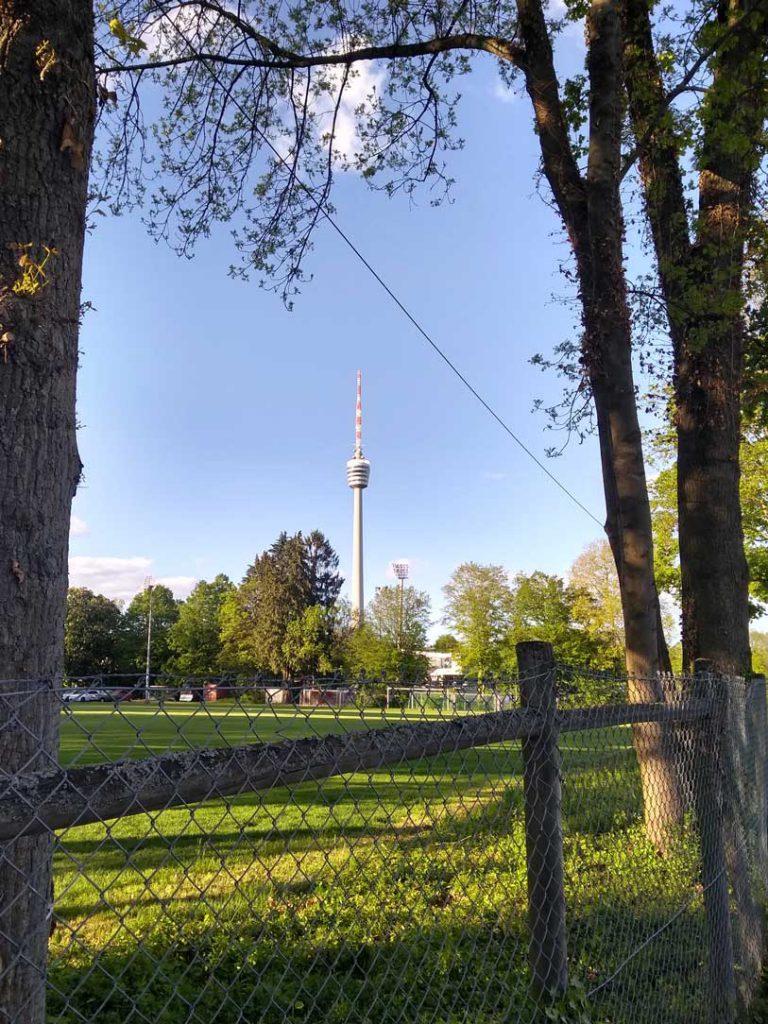 Fernsehturm Stuttgart an einem Sommerabend
