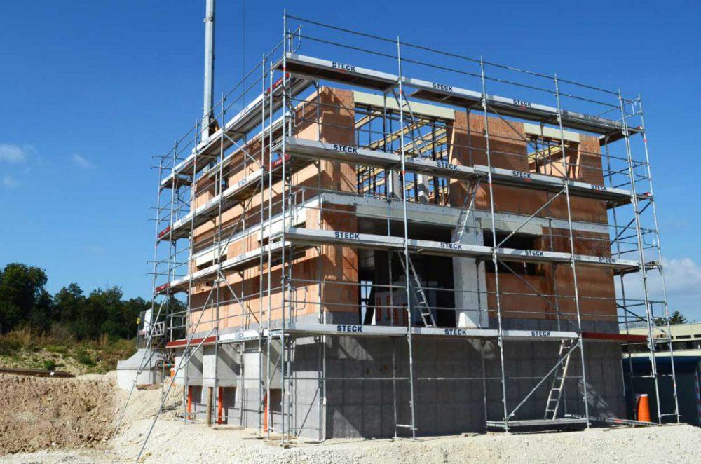 Kubusförmiges Einfamilienhaus im Bau. Verantwortlicher Architekt: Karl Eisenbraun
