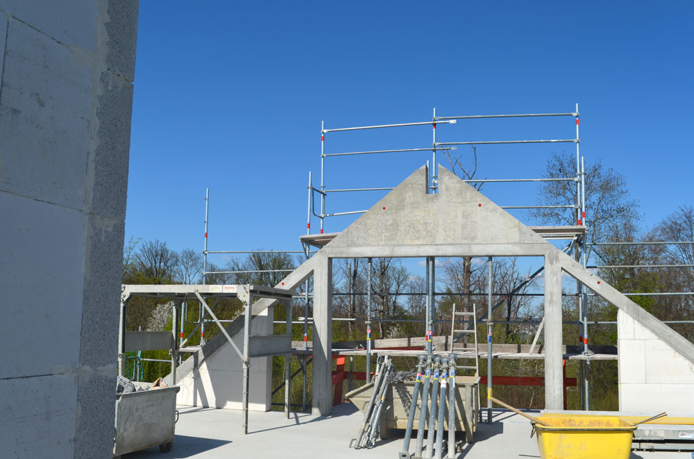Im Bau: Blick Aus Dem Dachgeschoss Eines 4-Familienhaus Mit Luft/Wasser-Wärmepumpe