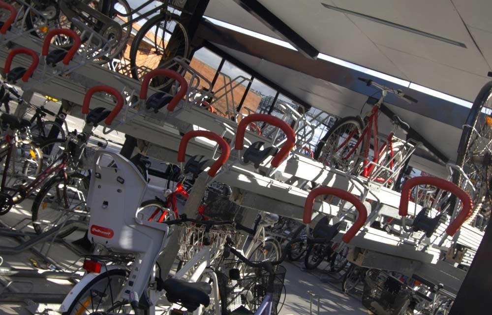 Öffentliche Fahrradstellplätze am Bahnhof von Helsingborg
